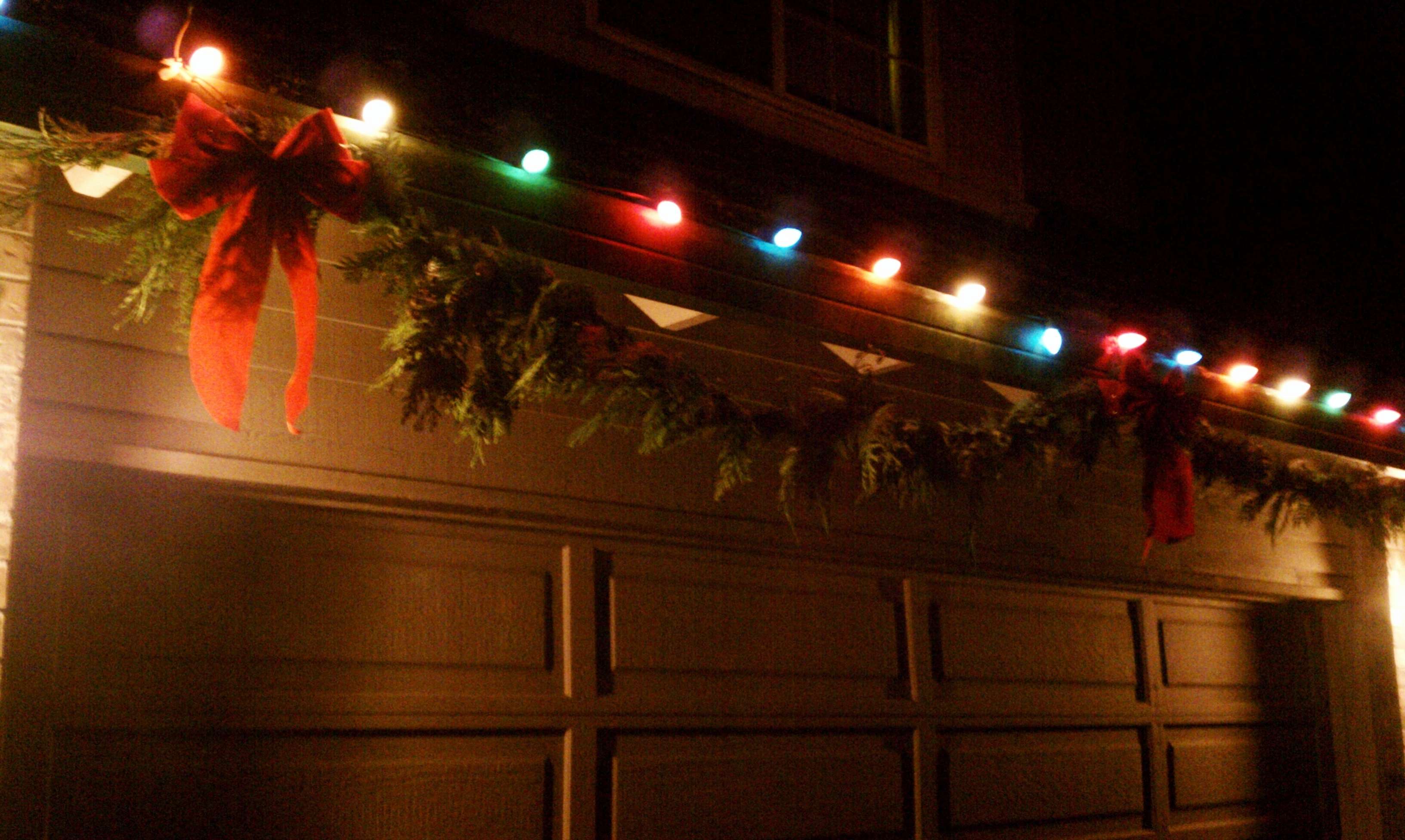 How To Hang Christmas Lights Around Garage Door