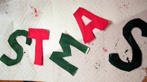 "Christmas Countdown #19 = Q's DIY ""Merry Christmas"" banner"